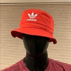 Adidas bucket hat NWT